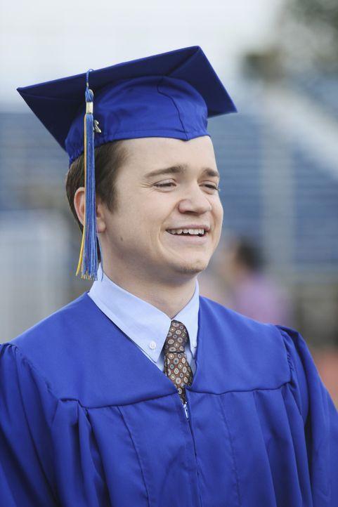 Jules bereitet alles für die große Abschlussfeier vor. Travis (Dan Byrd) hingegen findet es völlig unnötig, da er seine schulischen Leistungen a... - Bildquelle: 2009 ABC INC.