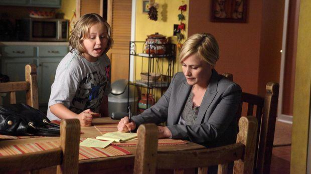 Bridgette (Maria Lark, l.) beobachtet ihre Mutter Allison (Patricia Arquette,...