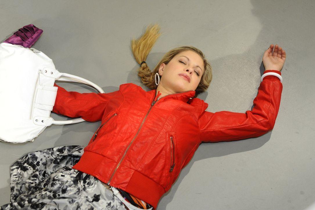 Was ist mit Mia (Josephine Schmidt) geschehen? - Bildquelle: SAT.1