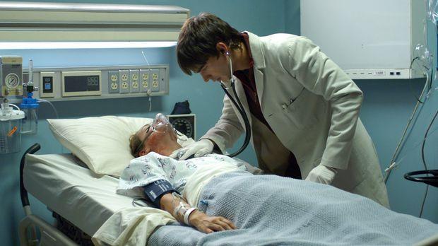 Miles (Christopher Gorham, r.) versucht einer ansteckenden Krankheit auf den...