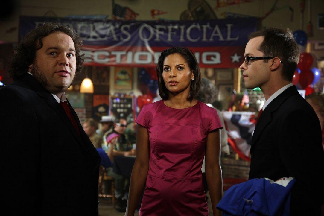 Die Bürgermeisterwahl ist im vollen Gange: Vincent (Chris Gauthier, l.), Allison (Salli Richardson, M.) und Douglas (Neil Grayston, r.) ... - Bildquelle: Universal Television