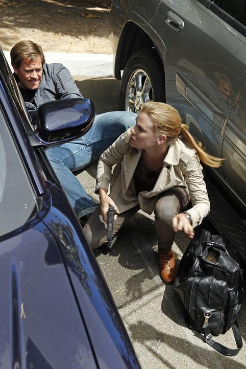 "Geraten in Gefahr: Tony (Michael Weatherly, l.) und Special Agent Erica Jane ""E.J."" Barrett (Sarah Jane Morris, r.) ... - Bildquelle: CBS Television"