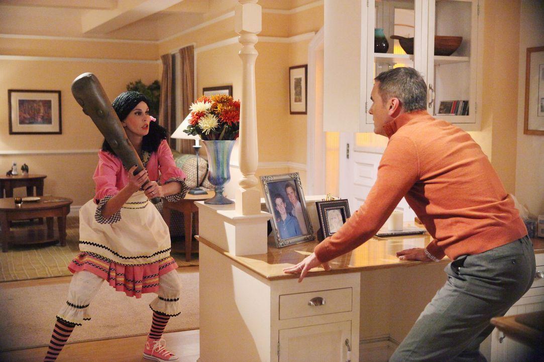 Nach alldem was geschehen ist, schlägt Susan (Teri Hatcher, l.) zurück. Doch wird Paul (Mark Moses, r.) sich davon beeindrucken lassen? - Bildquelle: ABC Studios