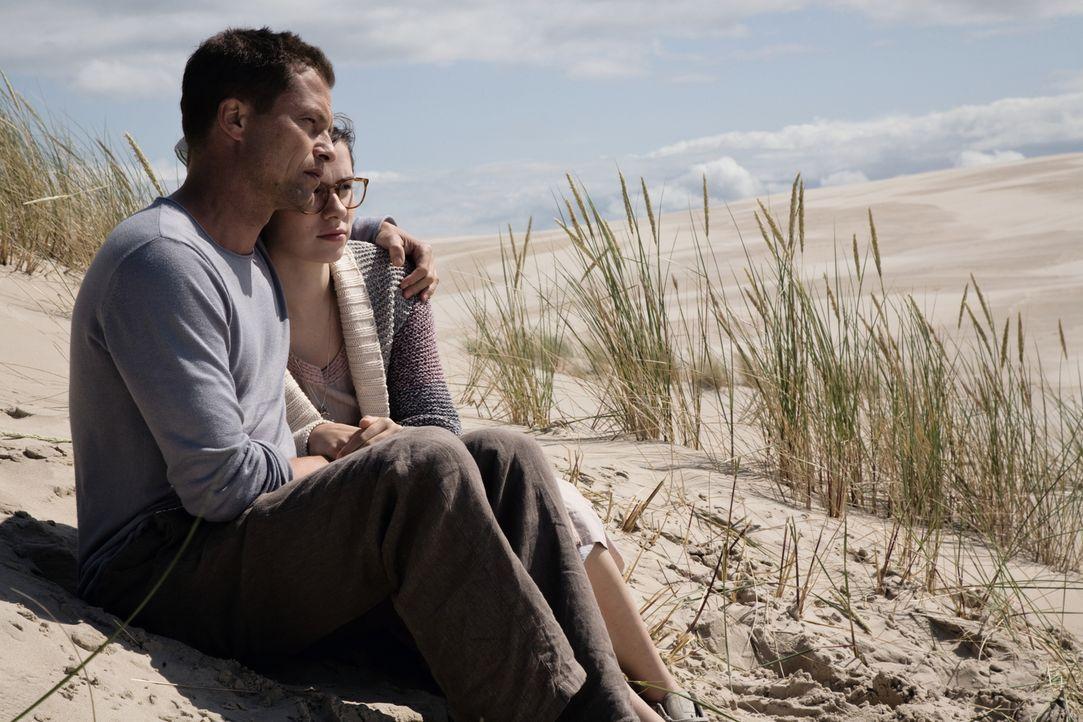 Bei Anna (Nora Tschirner, r.) und Ludo (Til Schweiger, l.) ist nach zwei Jahren Beziehung endgültig der Alltag eingezogen. Sie ist genervt von seine... - Bildquelle: 2009 Warner Bros. Entertainment