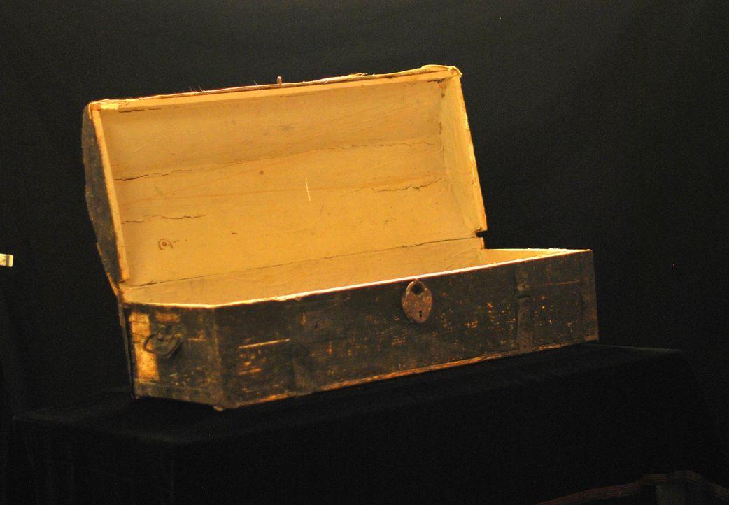 Dieser Koffer erzählt eine ganz besondere Geschichte - Don Wildman rekonstruiert die Reise eines historische Koffers durch das Death Valley. - Bildquelle: 2012,The Travel Channel, L.L.C. All Rights Reserved