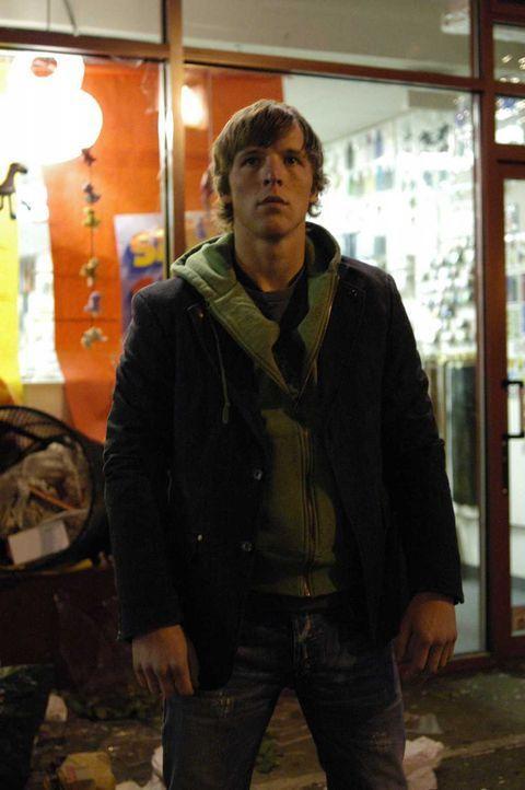 Als Kyle (Chad Faust) beschließt sein Teenagerleben nachzuholen, muss er erfahren, dass zu viel Spaß gefährlich werden kann ... - Bildquelle: Viacom Productions Inc.