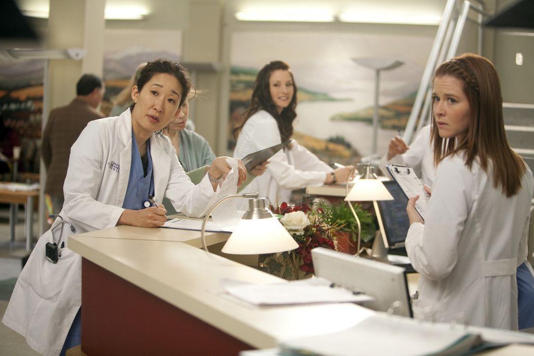 Sind gespannt, wer den Posten des neuen leitenden Assistenzarzt bekommt: Cristina (Sandra Oh, l.), Lexie (Chyler Leigh, M.) und April (Sarah Drew, r... - Bildquelle: ABC Studios