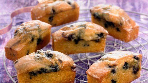 Süße Mini-Kuchen mit Blaubeeren