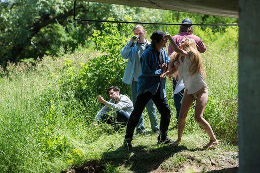 Surviving Evil - Vier betrunkene und drogenabhängige Männer lauern der 19-jäh...