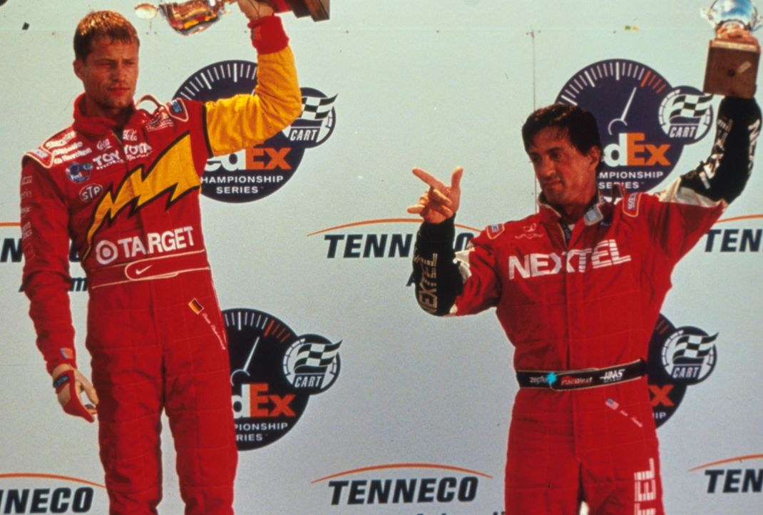Zwischen den beiden Rennfahrern Joe Tanto (Sylvester Stallone, r.) und Beau Brandenburg (Til Schweiger, l.) entbrennt ein lebensgefährliches Duell... - Bildquelle: Warner Bros.