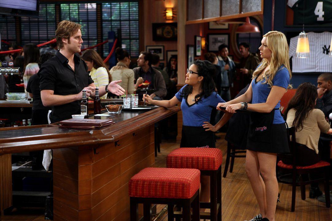Turbulent geht es bei Rick (Jake McDorman, l.), Chelsea (Laura Prepon, r.) und Olivia (Ali Wong, M.) zu ... - Bildquelle: Warner Brothers