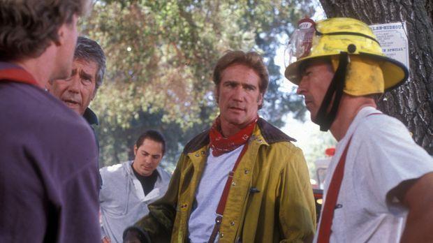 Steve (Barry Van Dyke, l.) und Mark (Dick Van Dyke, r.) erkundigen sich, wie...