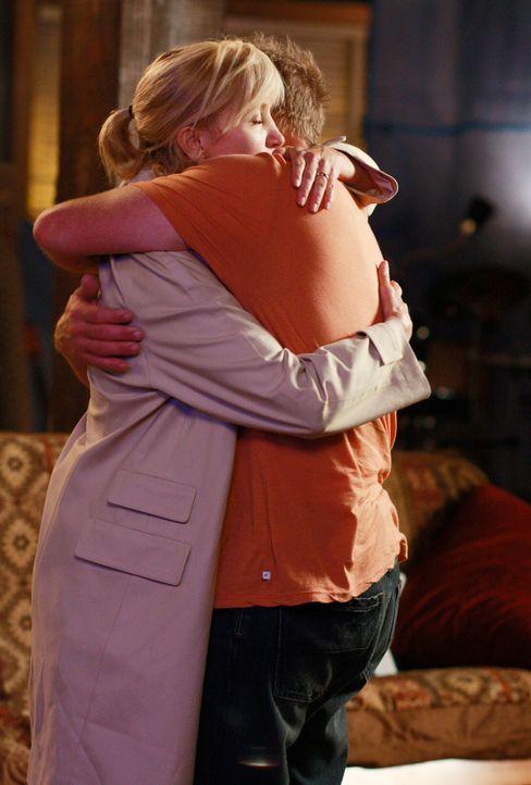 Lynette (Felicity Huffman, l.) ist misstrauisch und befürchtet, dass Tom (Doug Savant, r.) eine Affäre hat. Wird er sie vom Gegenteil überzeugen kön... - Bildquelle: ABC Studios