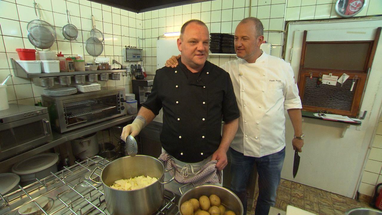 """Kann Frank Rosin (r.) gemeinsam mit dem Team vom """"Ratskeller Hanau"""" das Restaurant vor dem Aus retten? - Bildquelle: kabel eins"""