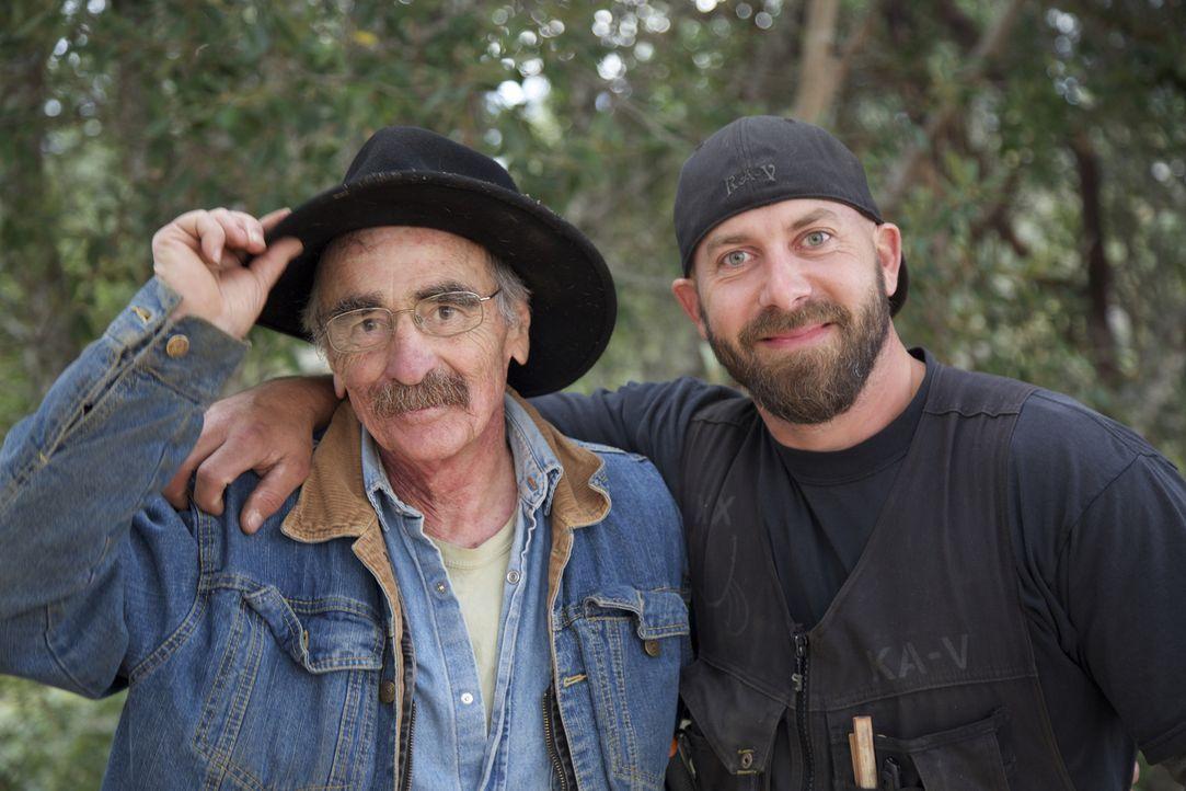 Michael (l.) und Ka-V (r.) reisen mit ihrer Treehouse Crew durchs Land, um atemberaubende Baumhäuser für Familien, Naturliebhaber und Träumer zu kre... - Bildquelle: 2016, DIY Network/Scripps Networks, LLC. All Rights Reserved.