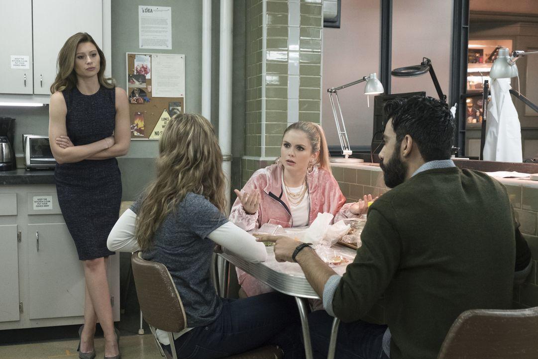 (v.l.n.r.) Peyton (Aly Michalka); Isobel (Izabela Vidovic); Liv (Rose McIver); Ravi (Rahul Kohli) - Bildquelle: Warner Bros.