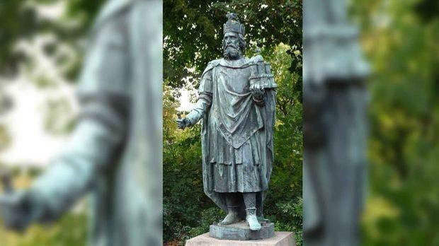 Karl der Große Statue