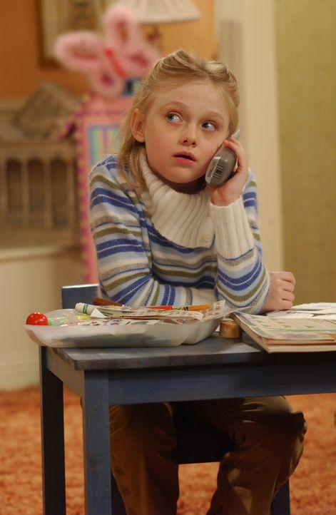 Tröstet Joey über den Verlust seines Freundes hinweg: Mackenzie (Dakota Fanning) ... - Bildquelle: 2003 Warner Brothers International Television