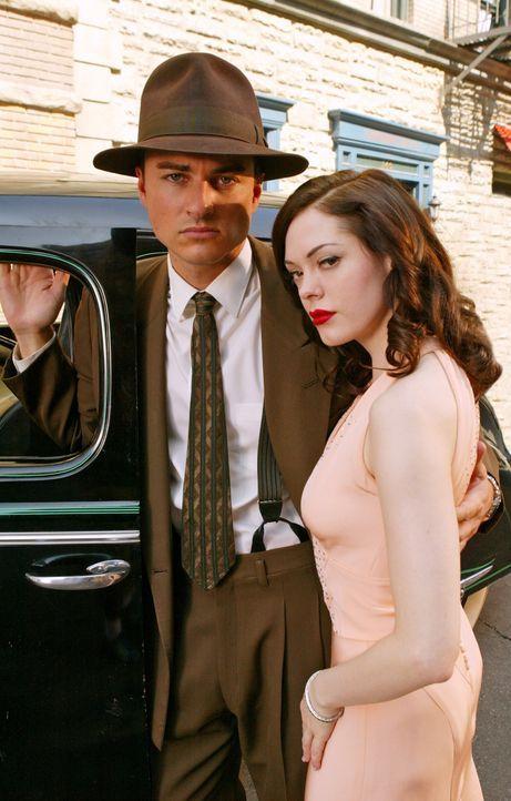 Durch ihre gemeinsame Zeitreise kommen sich Brody (Kerr Smith, l.) und Paige (Rose McGowan, r.) näher ... - Bildquelle: Paramount Pictures