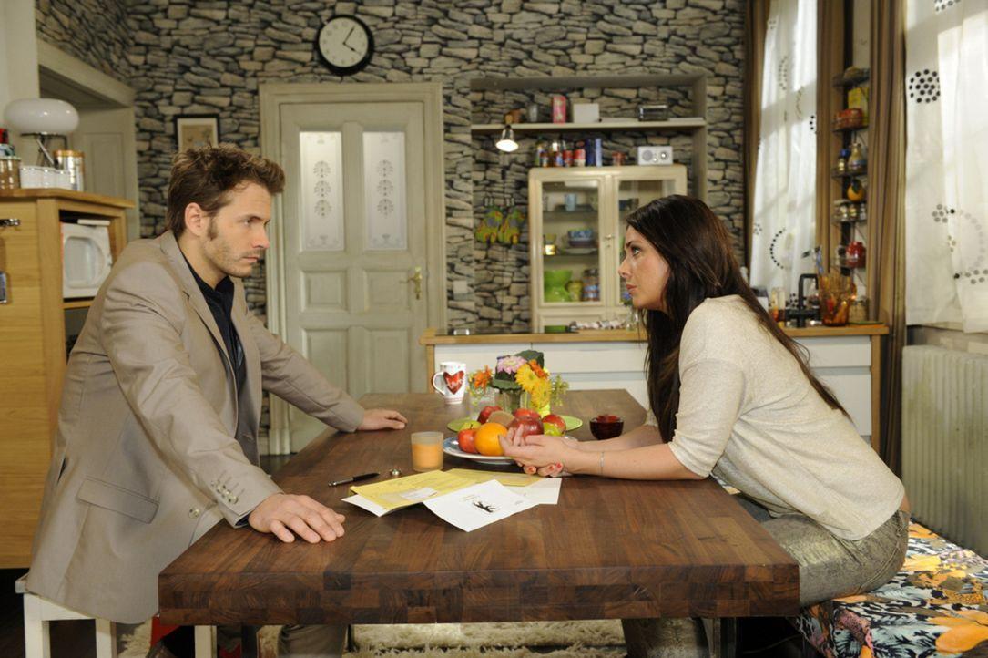 Wie geht es zwischen Enrique (Jacob Wiegert, l.) und Paloma (Maja Maneiro, r.) weiter? - Bildquelle: SAT.1