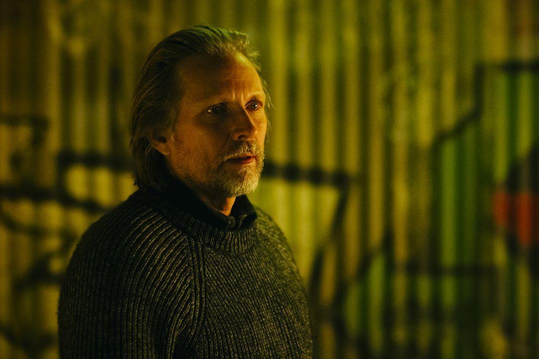 Wird sich Sasha (John Ralston) für Elena, das Rudel und den neuen Weg opfern? - Bildquelle: 2016 She-Wolf Season 3 Productions Inc.