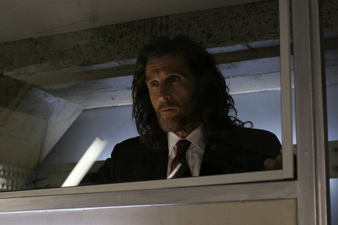 Lionels (John Glover) Skrupellosigkeit erreicht ein neues Ausmaß: Zu seinem eigenen Vorteil lässt er seinen Sohn Lex in die Psychiatrie einweisen ..... - Bildquelle: Warner Bros.