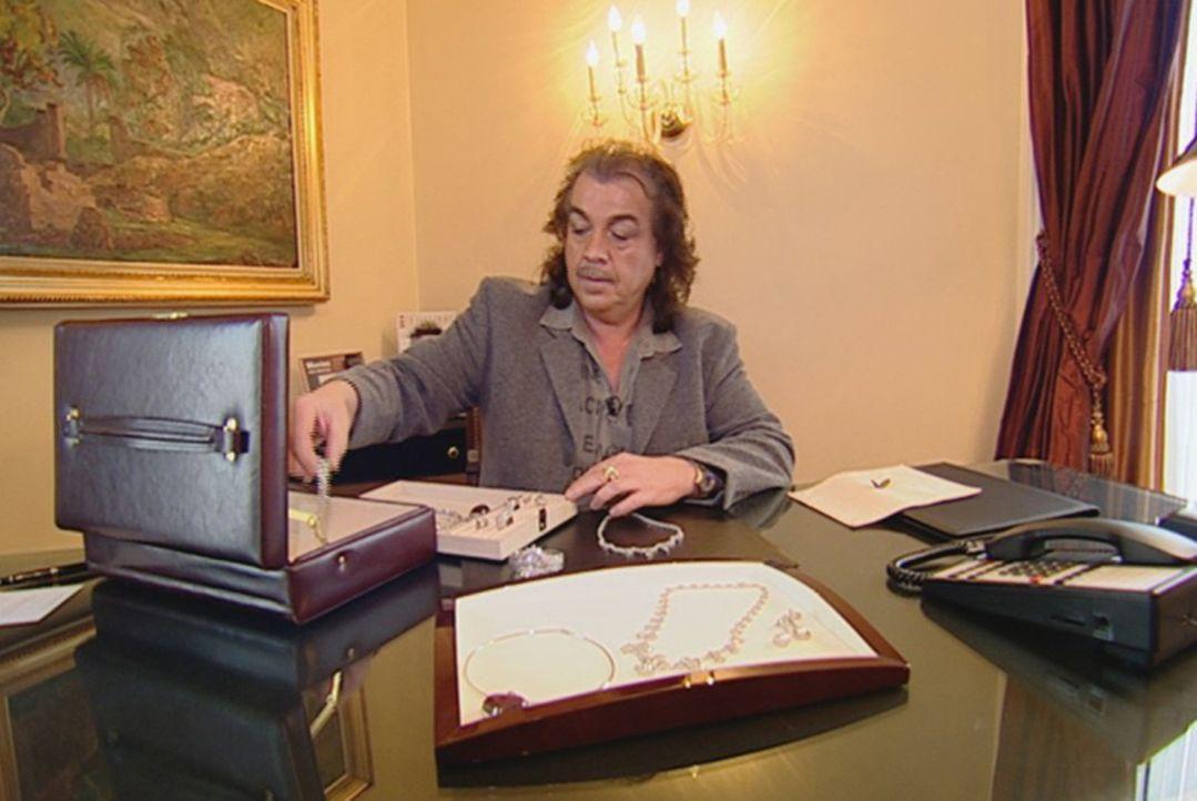 Weiß, was seine Kundinnen wollen: Modedesigner Alfredo Pauly ... - Bildquelle: SAT.1