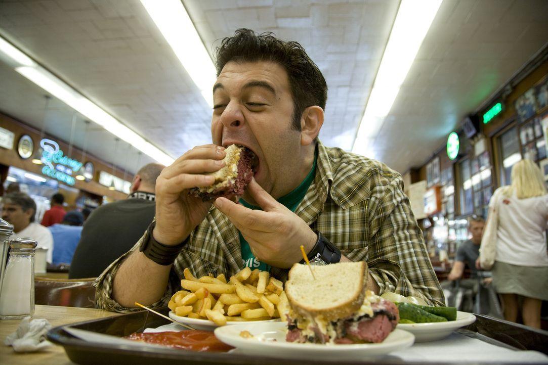 Als besondere Herausforderung muss Adam in nur einer Stunde drei Liter Milchshake und ein gigantisches Sandwich mit viel Fleisch verdrücken. Ob das... - Bildquelle: 2008, The Travel Channel, L.L.C.