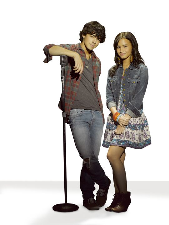 Nach wie vor verstehen sich Shane (Joe Jonas, l.) und Mitchie (Demi Lovato, r.) prächtig. - Bildquelle: Disney