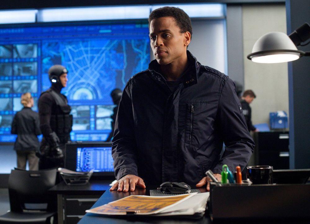 Dorian (Michael Ealy) macht sich Sorgen um John, der immer weiter in der Vergangenheit versinkt ... - Bildquelle: Warner Bros. Television