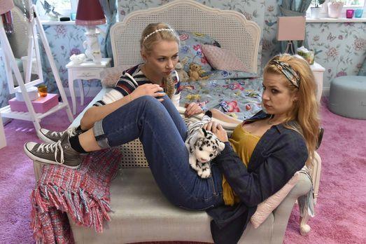Mila - Kann Mila (Susan Sideropoulos, r.) Luisa (Jenny Bach, l.) deutlich mac...
