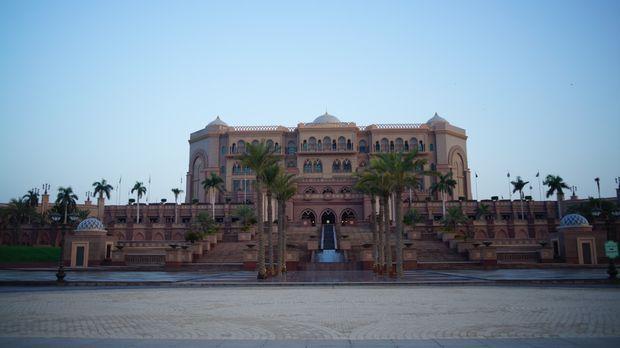 Auf einer Fläche von einer Million Quadratmetern gibt im Emirates Palace die...