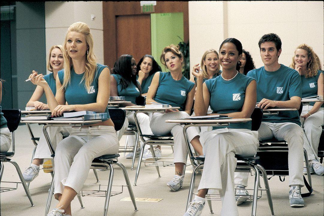 Um der Trostlosigkeit Nevadas zu entfliehen, besucht Donna (Gwyneth Paltrow, vorne l.) eine Stewardessenschule und erhofft sich so den Einstieg in e... - Bildquelle: Miramax Films