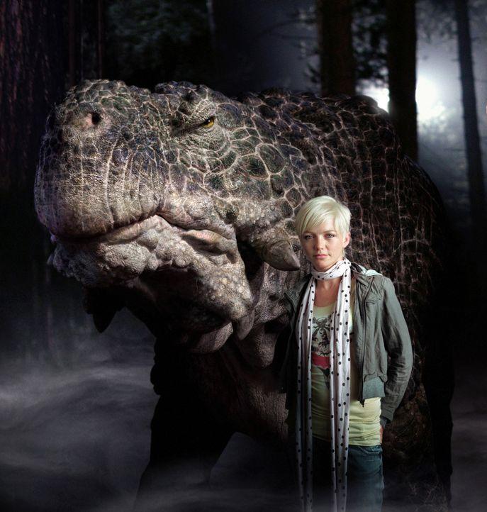 Abby (Hannah Spearritt) findet heraus, dass die Monster keinen Kontakt zu Menschen scheuen ... - Bildquelle: ITV Plc