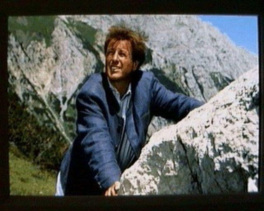 Bergdoktor Thomas (Gerhart Lippert) plant gemeinsam mit seinem Sohn Maxl und Sabina einen Ausflug in die Berge. Doch der endet viel schneller als ge... - Bildquelle: SAT.1