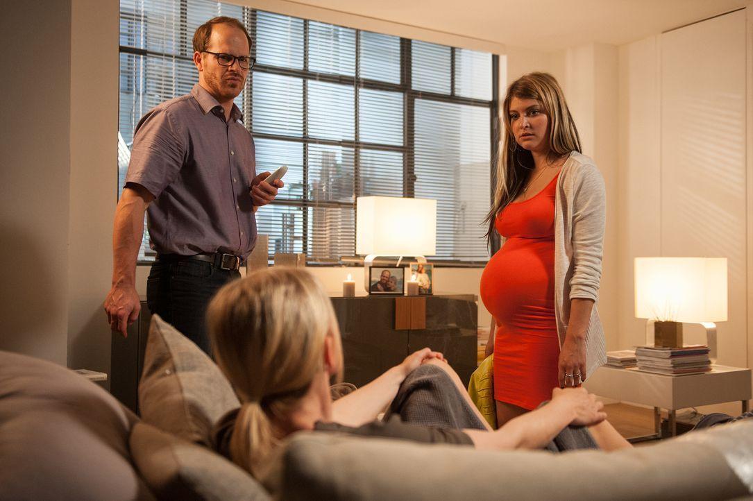 Auf sie wartet eine harte Zeit: Knut (Marc Ben Puch, l.) und Jessi (Lara Mandoki, r.) ... - Bildquelle: Britta Krehl SAT.1/Britta Krehl