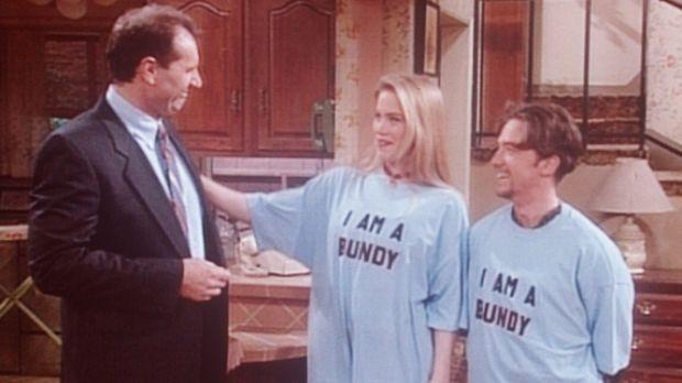 Kelly (Christina Applegate, M.) und Bud (David Faustino, r.) tragen stolz ihr...