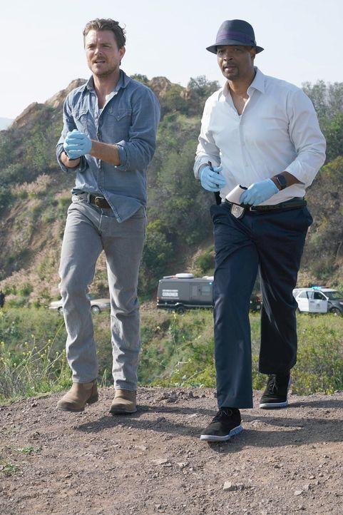 (1. Staffel) - Die neuen Partner Martin Riggs (Clayne Crawford, l.) und Roger Murtaugh (Damon Wayans, r.) müssen zusammen arbeiten und geraten von e... - Bildquelle: 2016 Warner Brothers