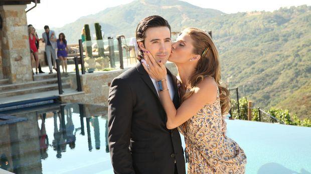 Naomi (AnnaLynne McCord, r.) gibt einen Hochzeitsempfang, um ihre Ehe mit Max...