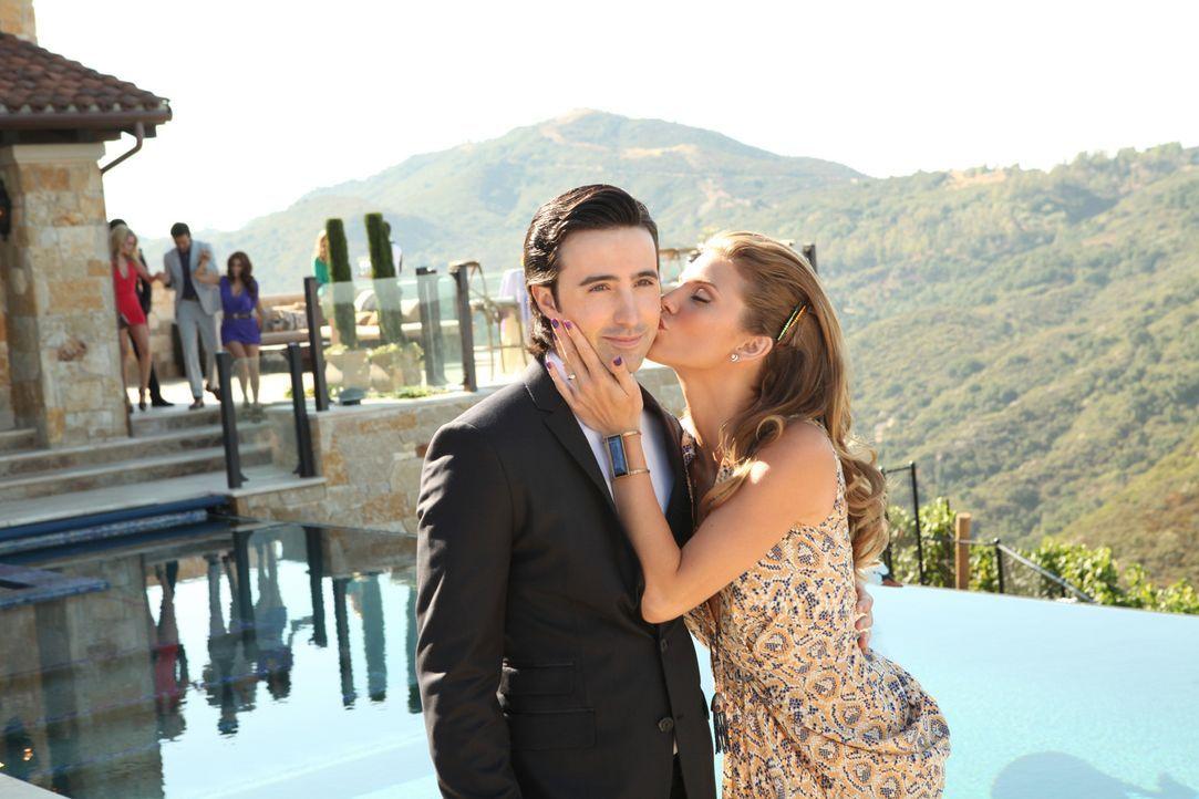 Naomi (AnnaLynne McCord, r.) gibt einen Hochzeitsempfang, um ihre Ehe mit Max (Josh Zuckerman, l.) vor den Leuten ins rechte Licht zu rücken. Wird... - Bildquelle: 2012 The CW Network. All Rights Reserved.