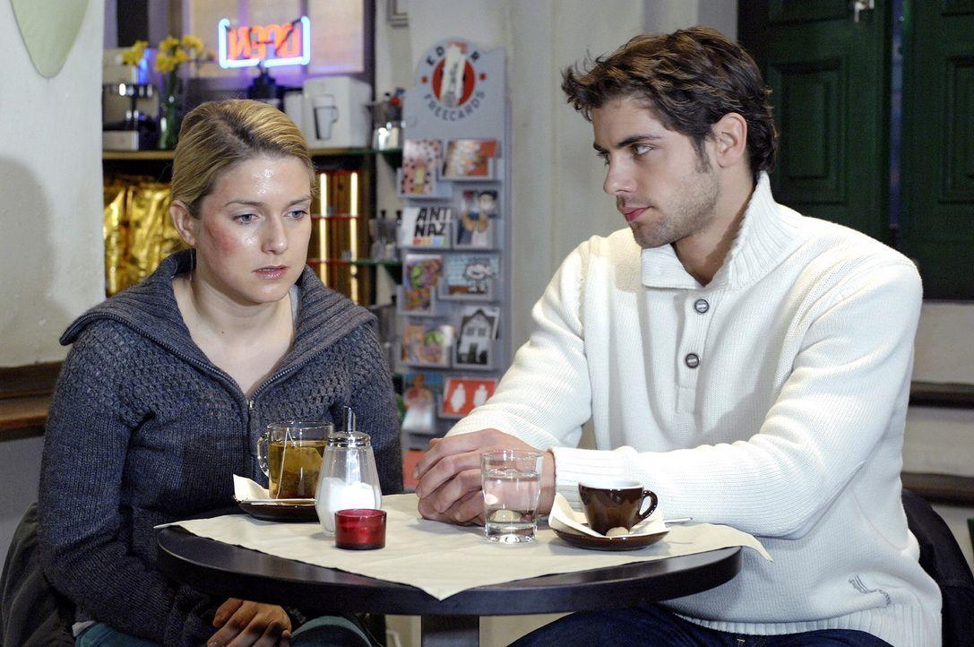 Anna (Jeanette Biedermann, l.) und Jonas (Roy Peter Link, r.) sprechen sich aus. - Bildquelle: Oliver Ziebe Sat.1