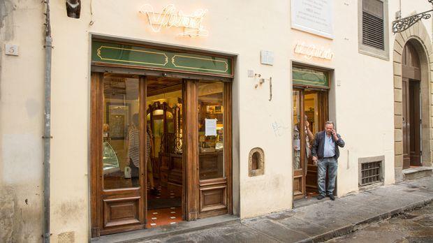 Koch und Autor Andrew Zimmern reist nach Florenz. Dort erlebt er die Kunst im...