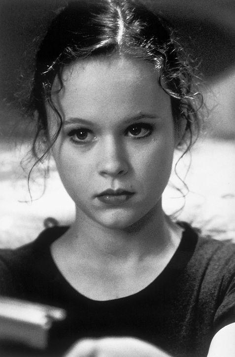 Weil sich ihr Vater jedes Mal wie ein sexsüchtiger Teenager benimmt, wenn er ihrer Schulfreundin Angela gegenübersteht, wünscht Jane (Thora Birch) i... - Bildquelle: Lorey Sebastian TM+  1999 DreamWorks LLC. All Rights Reserved.