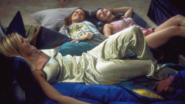 Erleben schon bald den blanken Horror: Martha (Hailey Smith, l.), Samantha (K...