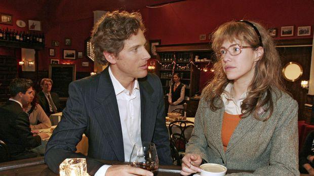 Lisa (Alexandra Neldel, r.) entschuldigt sich bei Lars (Clayton M. Nemrow, l....