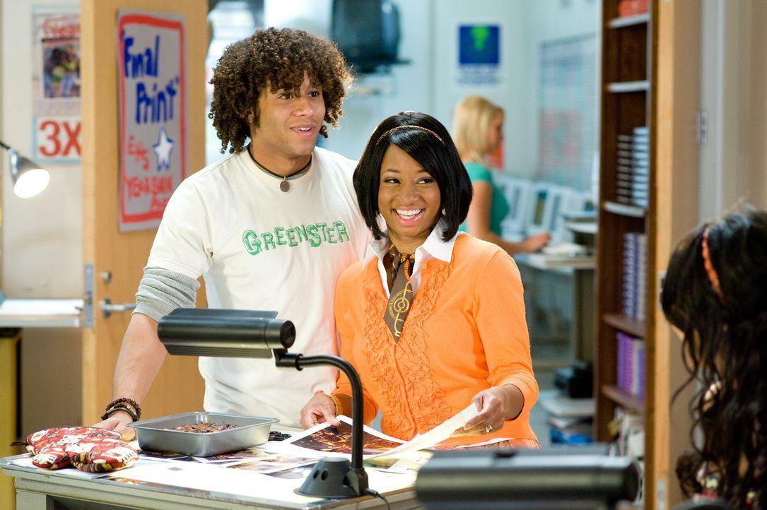 Chad (Corbin Bleu) und Taylor (Monique Coleman) sind jetzt fest zusammen, aber für die Uni trennen sich ihre Wege schon bald wieder ... - Bildquelle: Disney Enterprises, Inc.  All rights reserved.