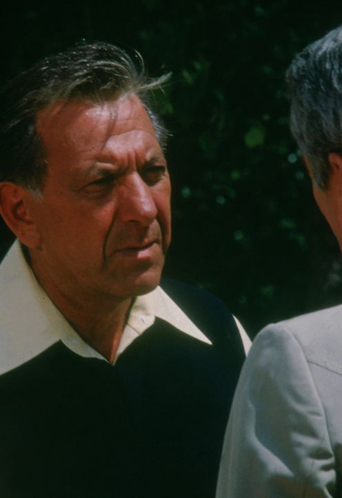 Quincy (Jack Klugman) ist erbost über den Tod einer Frau, als er herausfindet, dass sie einem ganzheitlichen Doktor vertraut hat, der sie lediglich... - Bildquelle: Universal Pictures