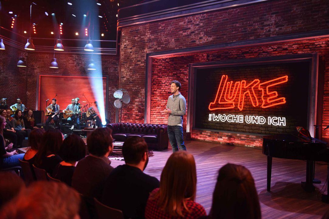 Luke Mockridge bringt das Studio mit Gästen aus allen Unterhaltungsbereichen und einer wöchentlich wechselnden Live-Band in Wochenend-Stimmung. Dane... - Bildquelle: Willi Weber SAT.1
