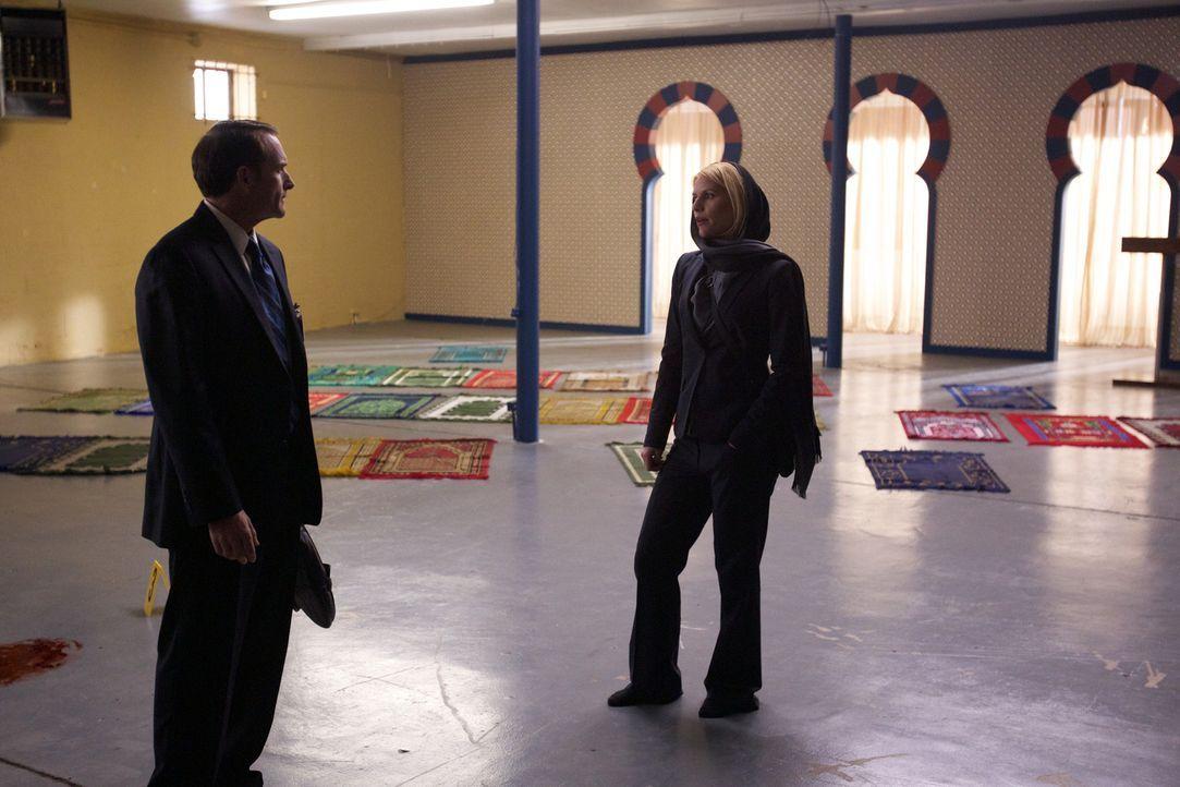 Um an Informationen zu kommen, hintergeht Carrie (Claire Danes, r.) den FBI Special Agenten Hall (Billy Smith, l.) ... - Bildquelle: 20th Century Fox International Television