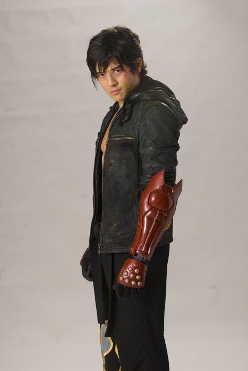 """Jin (Jon Foo) ist ein junger Straßenkämpfer. Als seine Mutter von den Soldaten des Großkonzerns """"Tekken"""" getötet wird, sinnt er auf Rache ... - Bildquelle: 2010 CST PRODUCTIONS, LLC   ALL RIGHTS RESERVED"""